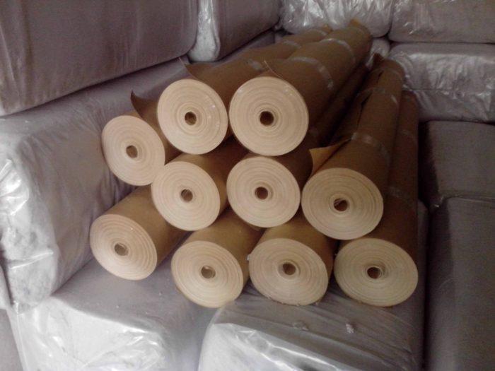 На фото маленькие рулончики крафт-бумаги уже нарезанные для розничных покупателей