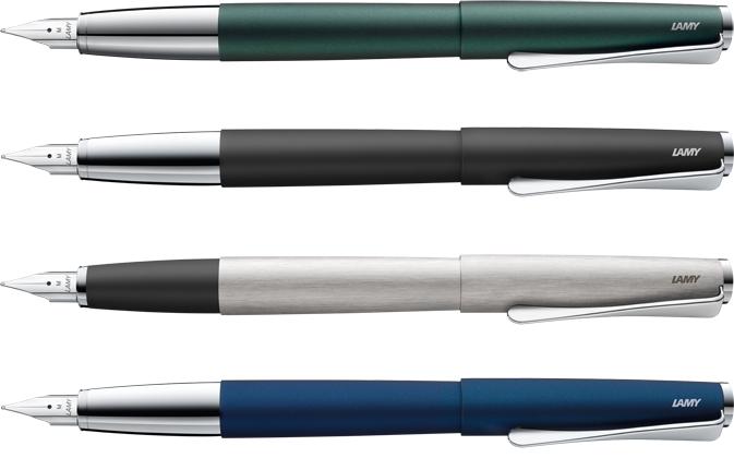 На картинке изображены перьевые ручки LAMY Studio темно-зеленого, чёрного, металлик и синего цвета со стальными перьями.